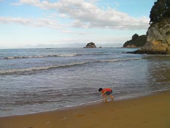 Sur la plage de Kaiteriteri